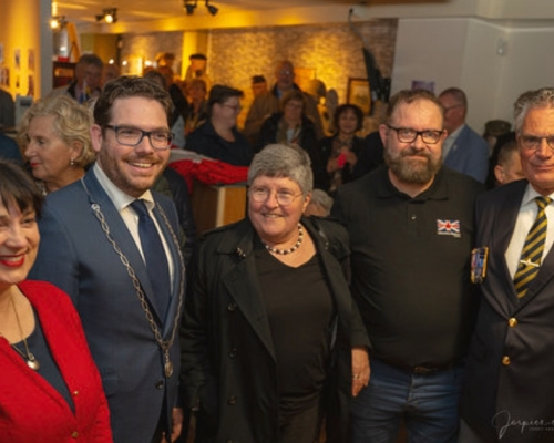 (v.l.n.r) Yvonne Swarthoff, Burgermeeste Sebastian van 't Erve, Ambassadeur van Canada Sabine Nölke, Berry Swarthoff en
